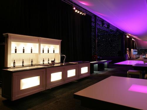 Witte bar met verlichting   Leliveld Verhuur